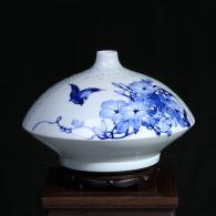 方文生《迎春》瓷瓶艺术品