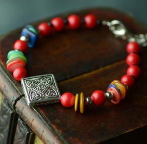 串珠红色彩石藏银手链...