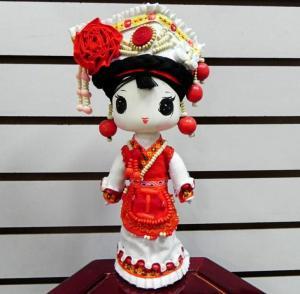 白族精品娃娃中号 布...