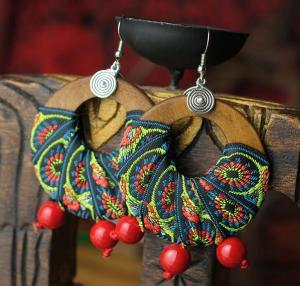 中国风木质绣带夸张耳...